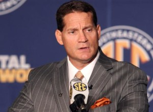 Auburns-Chizik-faces-questions-on-NCAA-probe-5184MF5-x-large